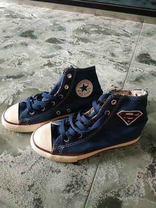 🚚 Brand new Converse superman kids shoes