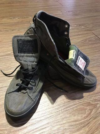 🚚 DIESEL 軍綠迷彩 高筒帆布鞋