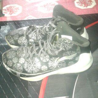 Sepatu basket Li ning