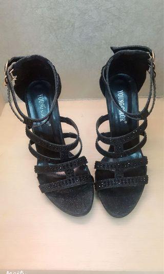 黑色高跟涼鞋