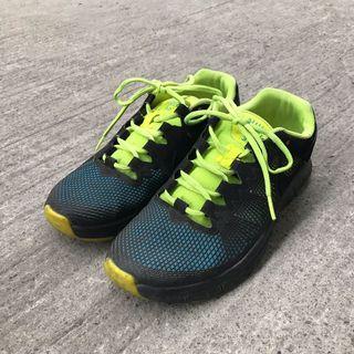 🚚 Nike螢光黑運動鞋