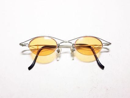 🚚 義大利製 '90s CINNI vintage 義大利品牌 橢圓形粉橘色墨鏡片 前衛造型太陽眼鏡 40-20, 1990s Italian eyewear brand, made in Italy, unique, one of a kind, authentic vintage sunglasses.