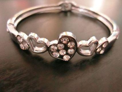🚚 愛心鑲鑽手環