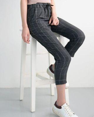 Cute Pinstripe crop pants 💋