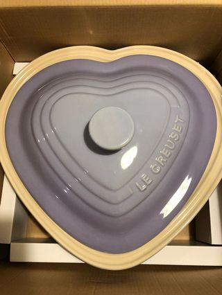 Le creuset deep heart dish with lid