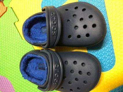 Crocs 深藍色拖鞋 毛毛 保護 6號鞋