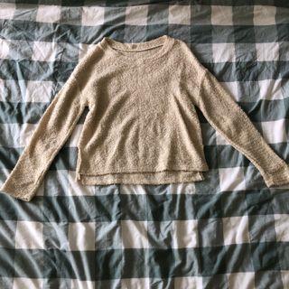 🚚 cream fuzzy knit sweater
