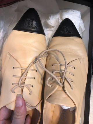 Chanel 經典杏色拼黑色 皮鞋 lace up