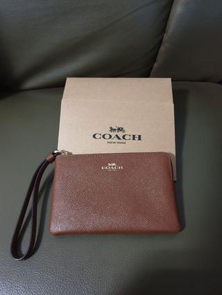 🚚 Coach Corner Zip Wristlet