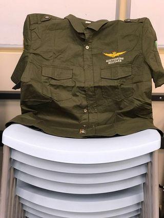 全新軍綠色軍章裇衫