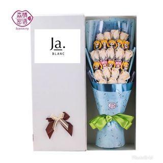 🚚 Sailormoon surprise flower bouquet
