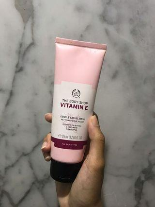 The Body Shop Vitamin E Facial Wash