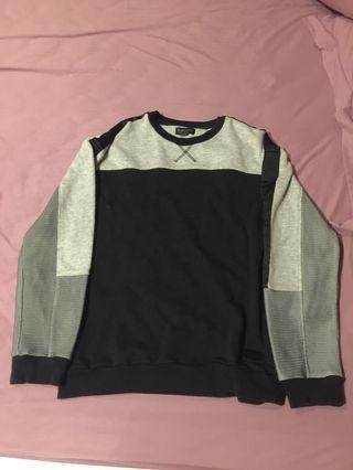 Sweater black n white