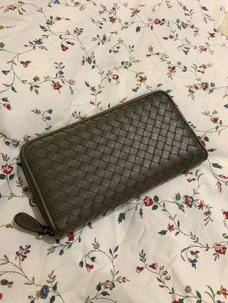 BV intrecciato zip-around wallet