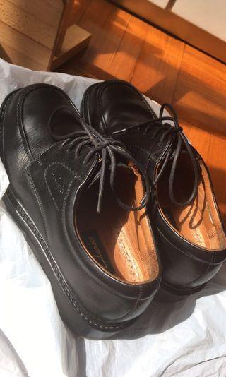 Clarks 皮鞋