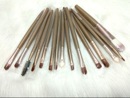 15 + 3 Make Up Brush set