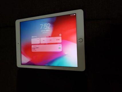"""iPad (第五代) 9.7 """""""