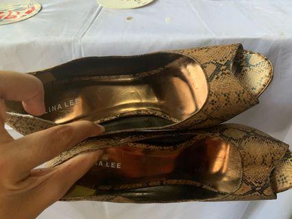 Sepatu heals trendy
