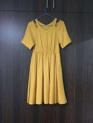 🚚 Mustard v neck cut out Dress