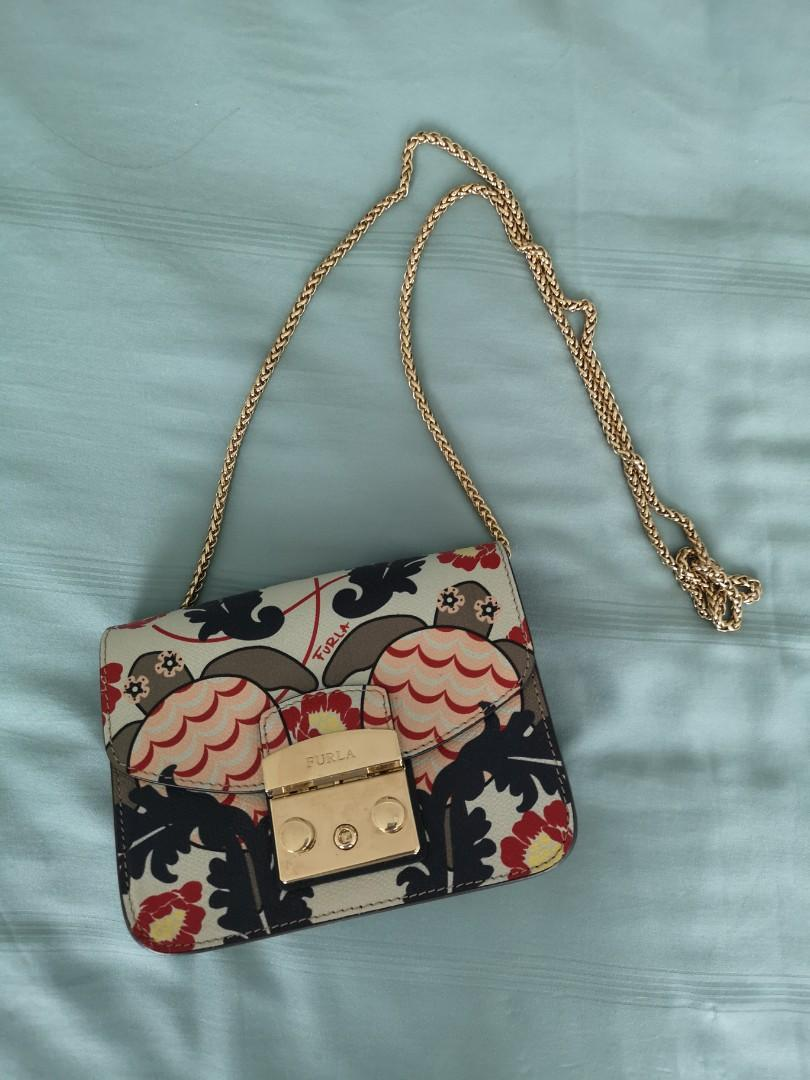 * AS GOOD AS BRAND NEW * Furla Metropolis Crossbody