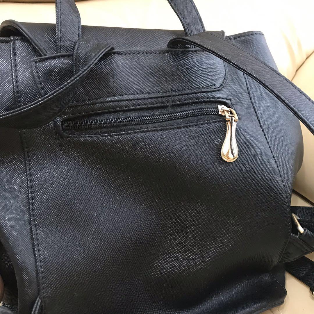 黑色人造皮背包 金屬扣black backpack