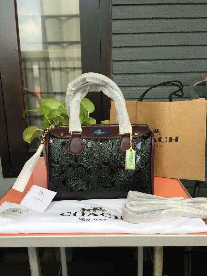 🌷AVAILABLE 🌷 Coach Bennet Signature Debossed Wine Black