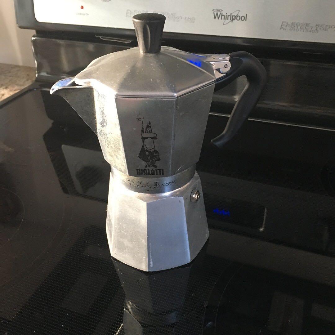 Bialetti 6799 Moka Express 3-Cup Stovetop Espresso Maker