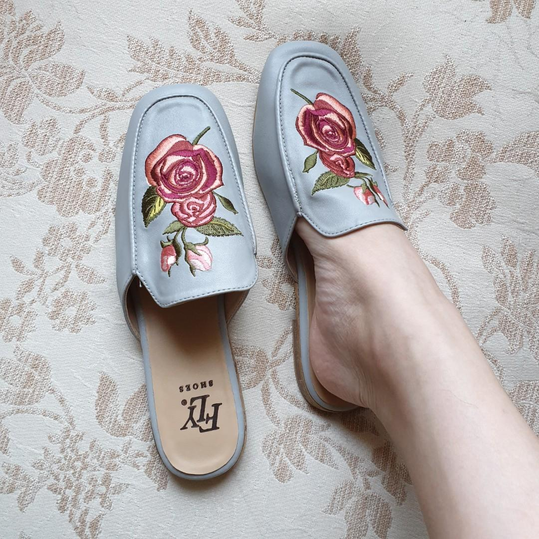 Flat shoes slip on embroidery