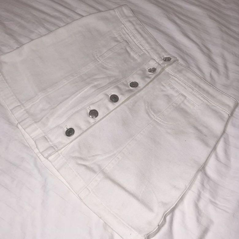 NEGOTIABLE - WHITE A-LINE DENIM BUTTON DOWN SKIRT🛁💿