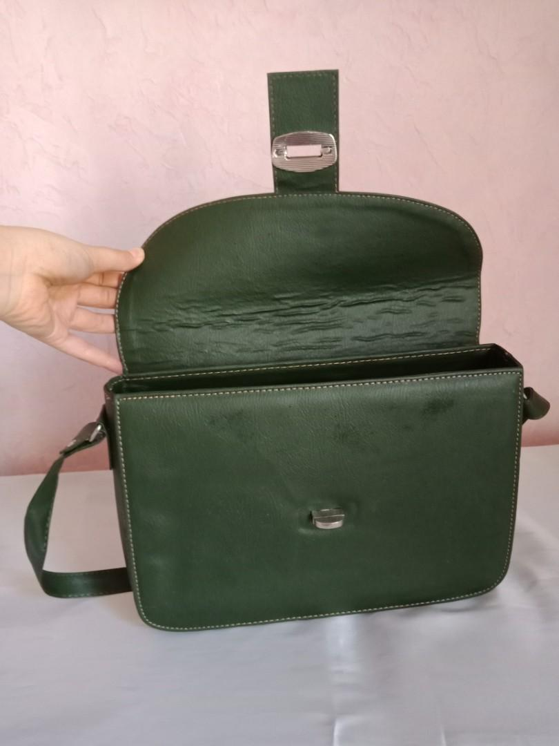 Pre-owned Sling bag
