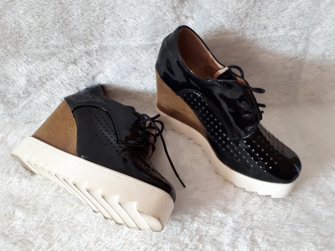 Sepatu wedges sneakers