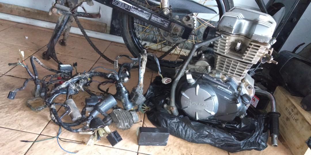Sparepart copotan mesin Honda Verza modif karbu