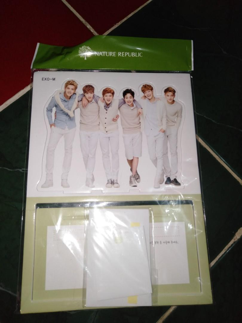 Standee exo-m