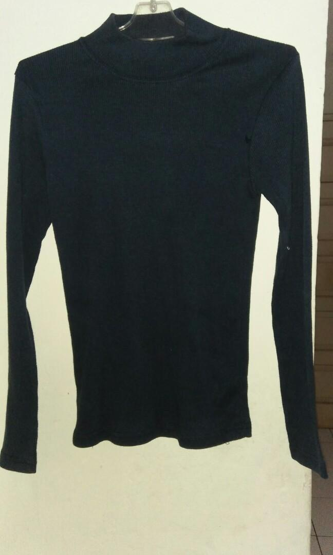 Sweater biru dongker