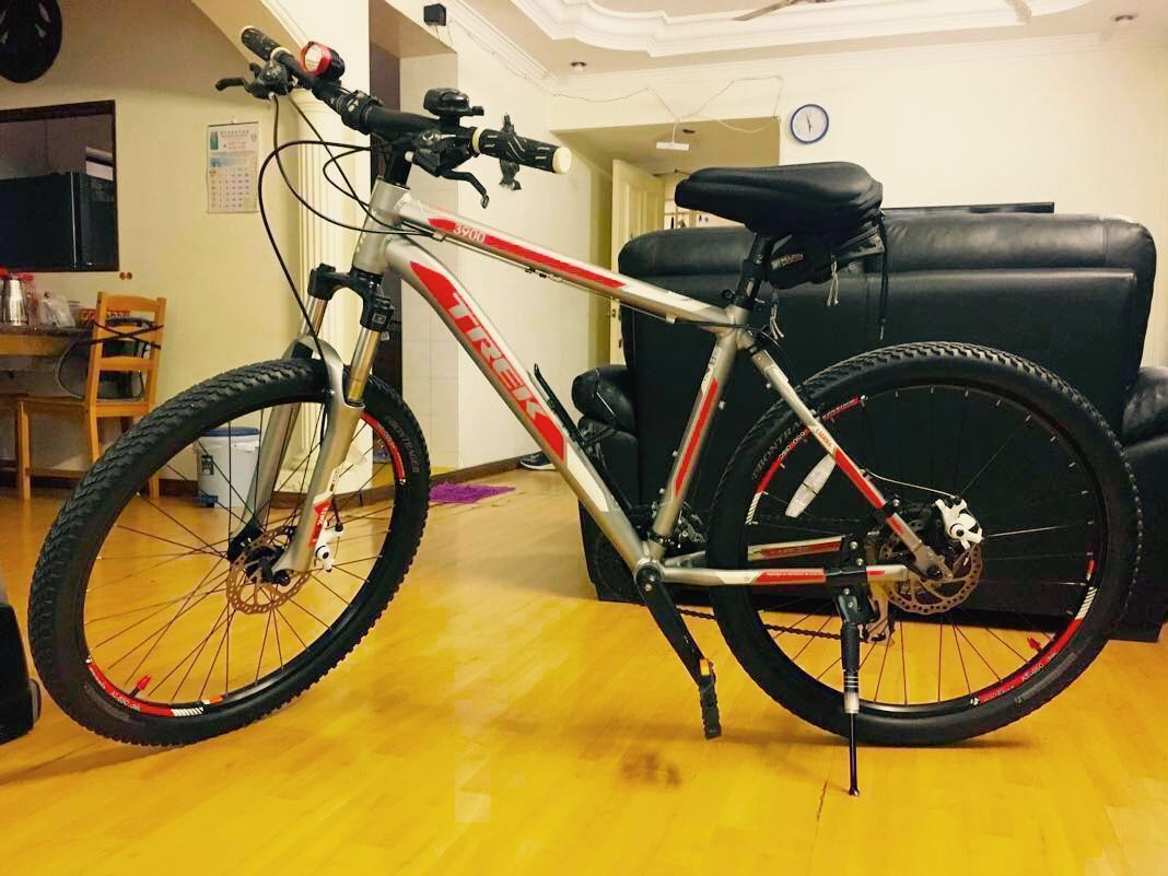 TREK 3900 Red Silver and White ( Brand New )(Price reduced by 200)