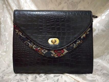 Clutch Bag Tenun + Leather