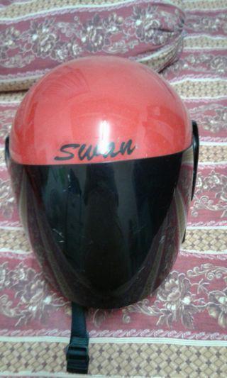 Helmet swan