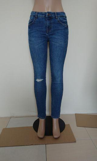 Mid rise ripped denim Zara