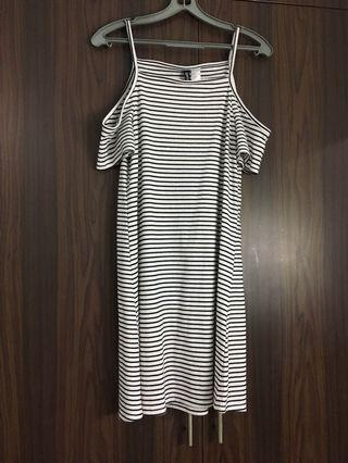🚚 h&m cut out shoulder striped dress