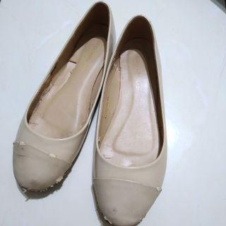 Sepatu flat shoes yongki komaladi wanita putih cream pantofel kerja