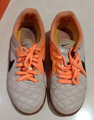 Sepatu Sneakers kulit, Nike