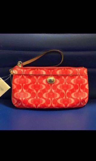 Brand new, 100% Guarantee Authentic, Genuine Coach Peyton Dream C Large Wristlet with tag