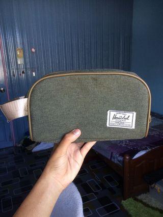 Herschel Clucth bag