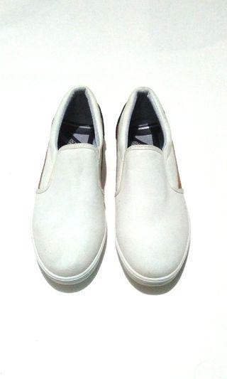 Sepatu antton & co slip on
