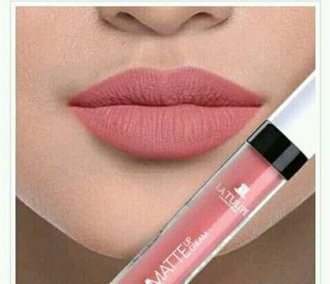 Stay matte lip cream cuman di coba aja tidak cocok warnanya minat silahkan hubungi WA:085713081309