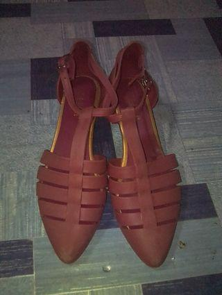 Jelly Shoes cman di simpan jarang di pakai karna tidak suka minat silahkan hubungi WA:085713081309