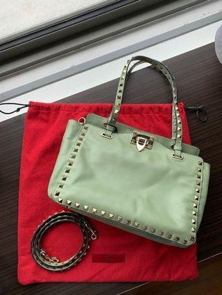 🚚 Valentino Rockstud Small Leather Tote