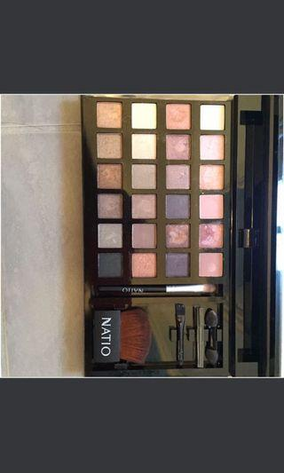Natio eyeshadow and highlight plate
