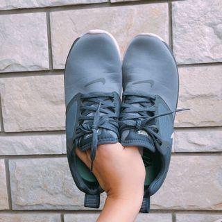 正版Nike 灰黑色透氣慢跑鞋👟