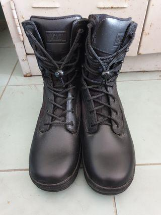 *Urgent want to sell fast* SAF Magnum boots